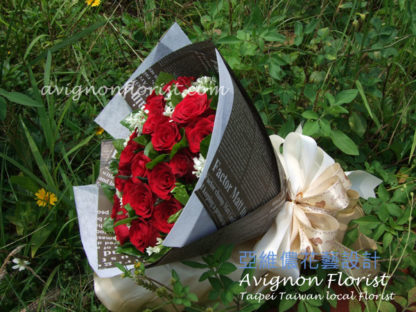 Yours Forever Large includes 24+ red roses